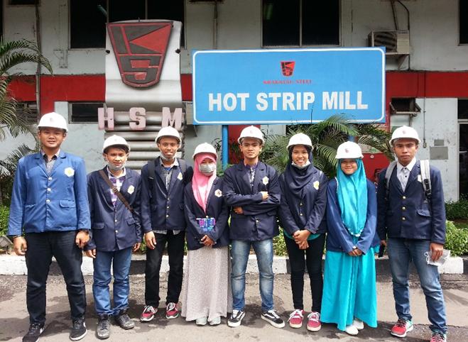 Mahasiswa Teknik Metalurgi dan Material di lokasi Hot Strip Mill PT Krakatau Steel