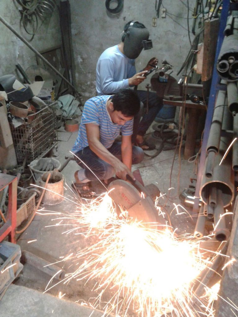 Mahasiswa Teknik Mesin magang di CV. Wahyu Jayakarta, Jakarta, Februari - April 2015. Kegiatan magang meliputi pelatihan dan perancangan mesin sanggrai