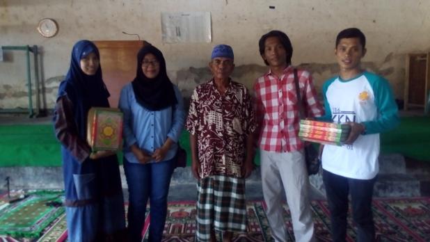 Gerakan 1000 Al-Qur'an dan Marga Karya Menulis digagas Kelompok 1 KKN UTS